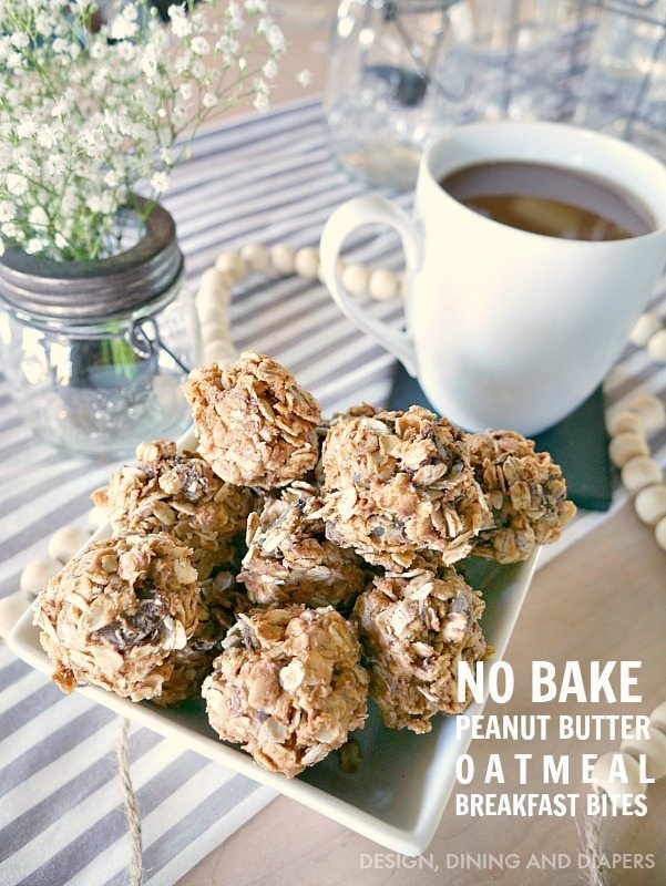 EASY No bake peanut butter oatmeal breakfast bites ! Make a batch for the whole week, such a great grab and go breakfast for the family.