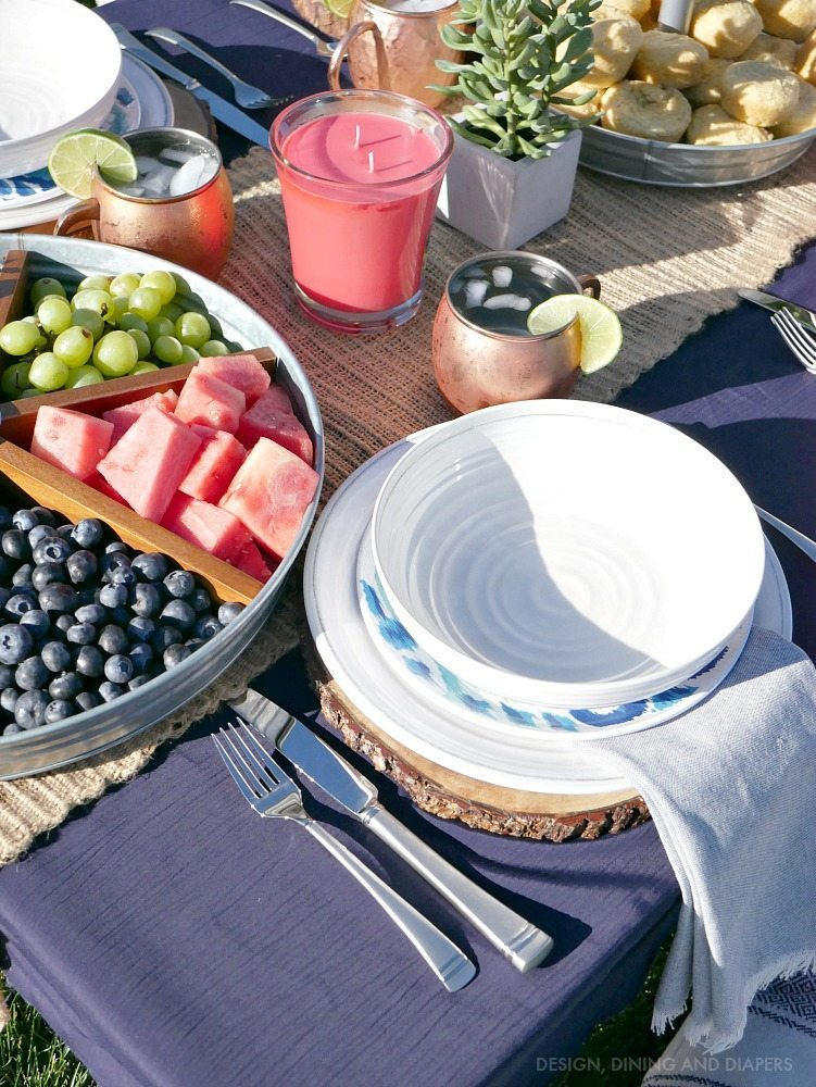 Summer entertaining ideas! Get this casual chic look for your next backyard gathering.