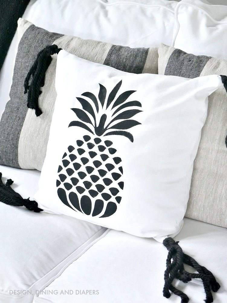 Black and White Pineapple Pillow - Click to get the full tutorial on how to stencil the pineapple and create the tassels!