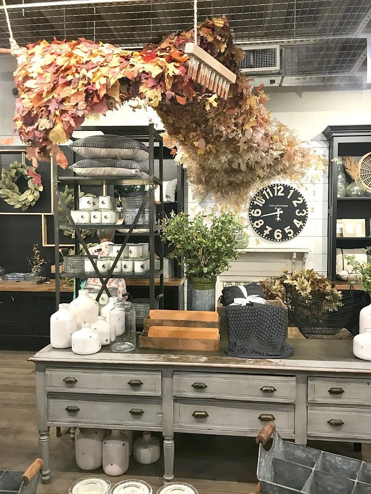 Planning visiting Magnolia Market? Get a peek into what it's like to visit in the fall! All the details are absolutely stunning.
