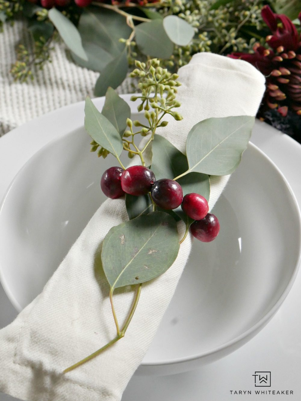 Easily create these DIY cranberry napkin rings using wire and fresh cranberries