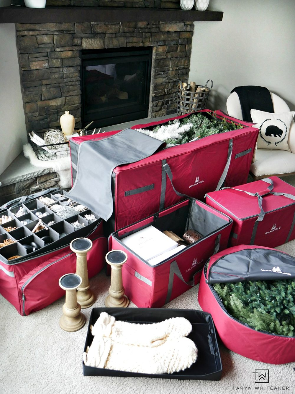 Ready to pack away your holiday decor? Here are some great Christmas Decor Organization Ideas for keeping your items safe and organized!