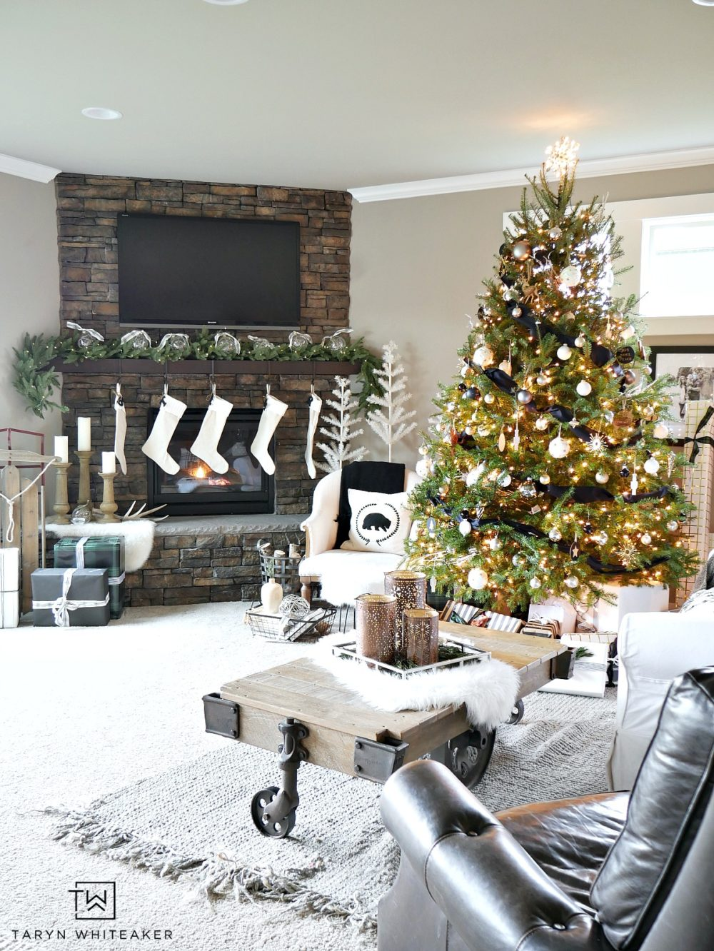 Take a look at this Black and White Christmas Home Tour filled with greenery, naturals and tons of texture! This unconventional Christmas is unique!