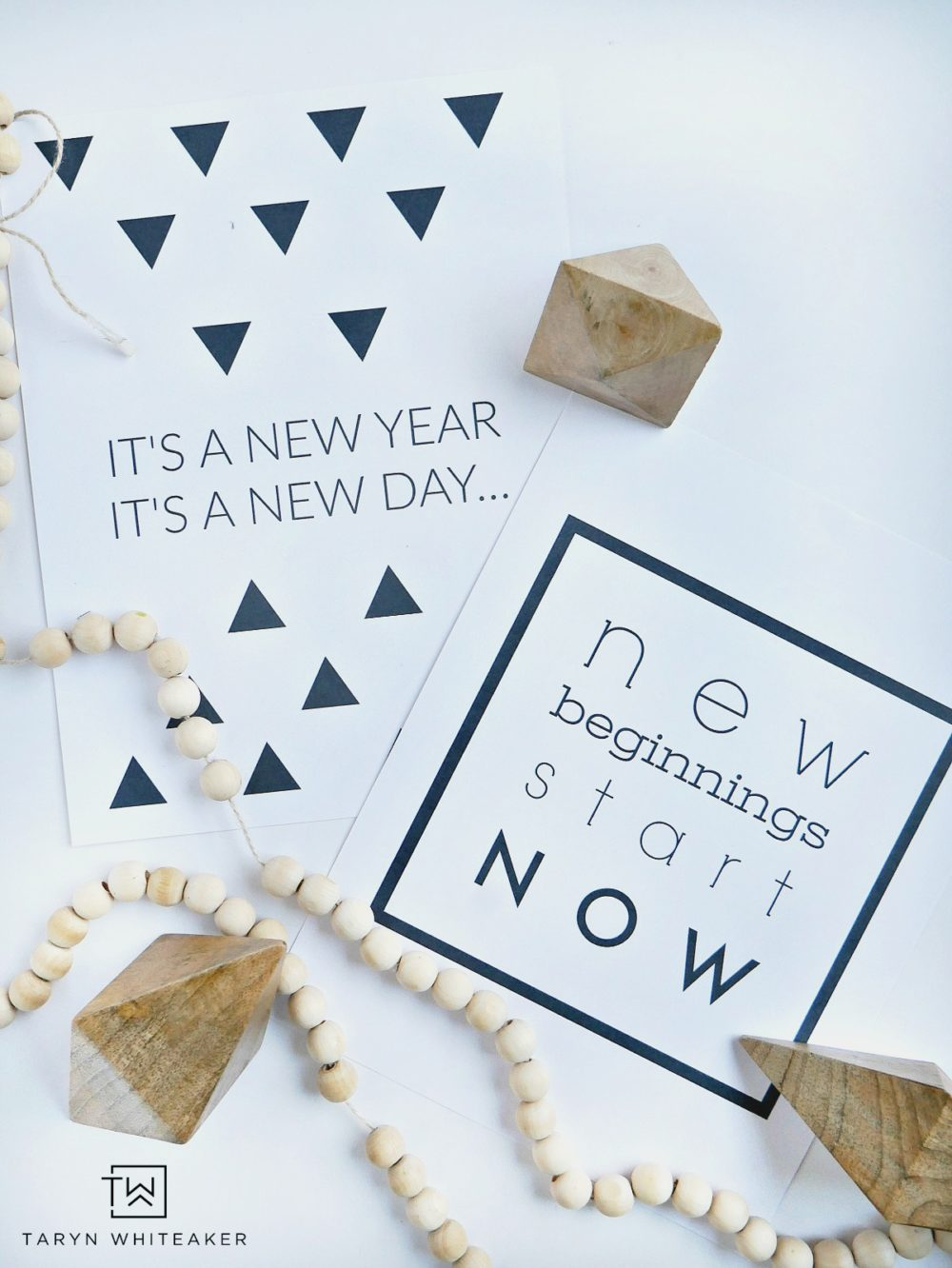 Free New Years Printables to help encourage and inspire you into the New Year! Just switch out your frames with one of these for a fresh start with your decor!