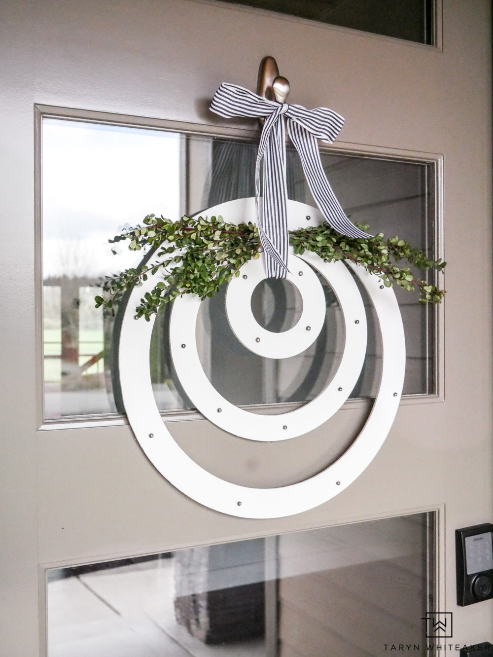 Such a unique spring wreath idea! This modern wreath is made with MDF floral wreaths with boxwood accents.