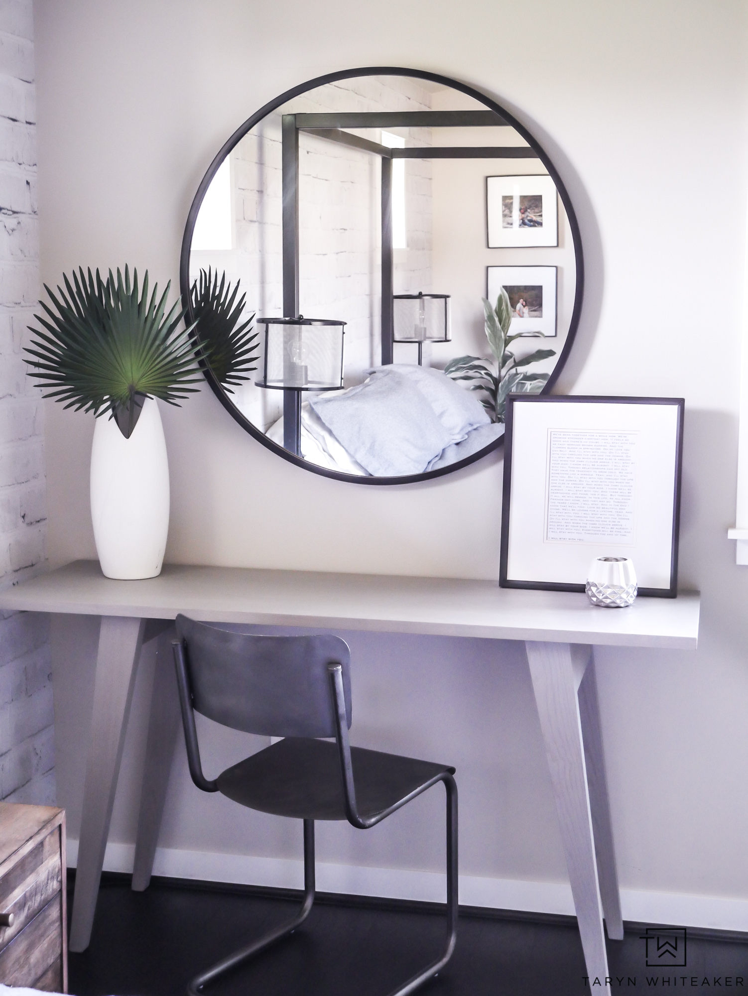 Black round mirrors are all the rage! Love this modern bedroom desk decor!