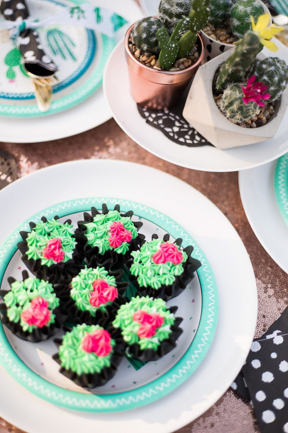 Adorable little succulent inspired cupcakes! Cute little tea party decor.