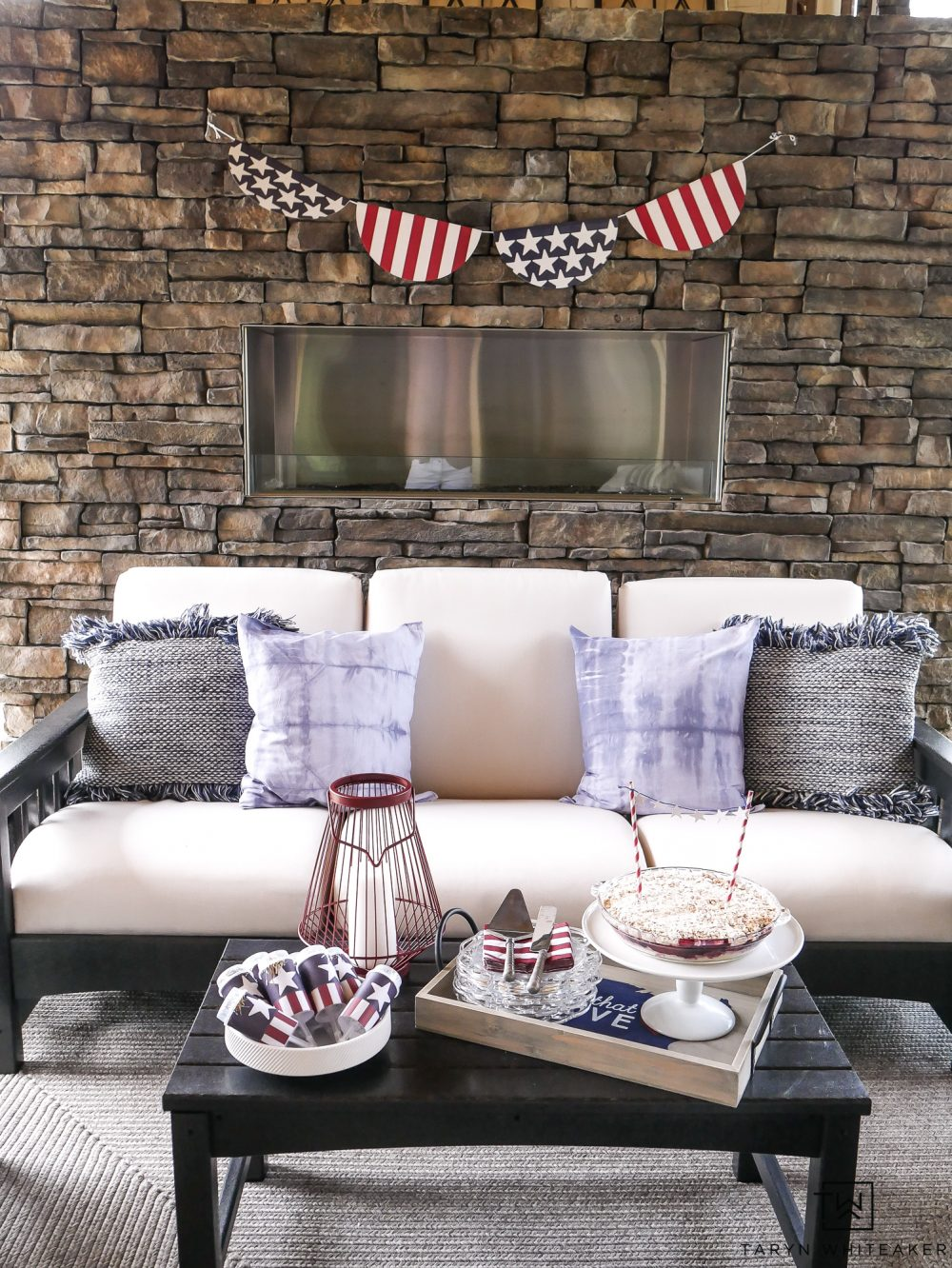 Fourth of July outdoor decorations! Love all these subtle yet festive ways to spruce your space up for the holiday!