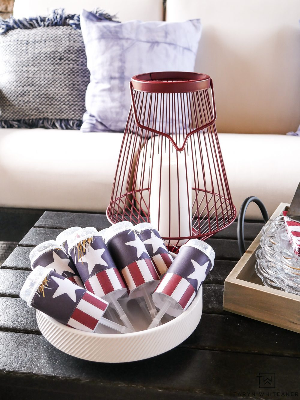 Fourth of July Outdoor Decor! Simple ideas for putting together a cute July 4th Display and entertaining your guests.