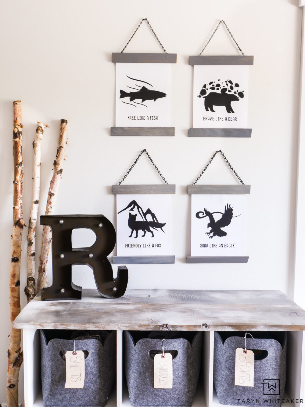 Adorable prints for a mountain inspired kid's room! Love these inspiration animal prints, download them for FREE!