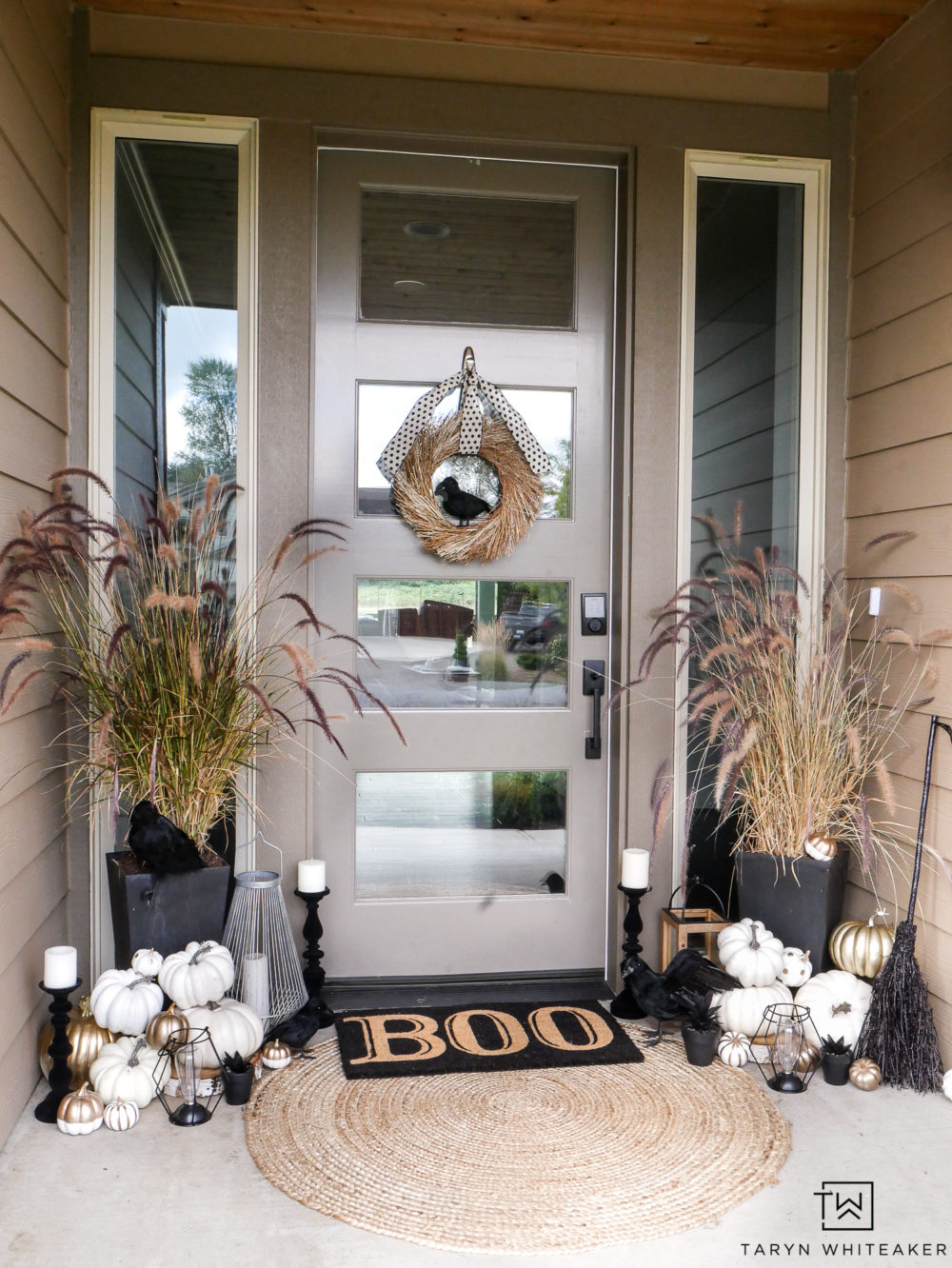 Check out this classy black and white Halloween porch decorations! Complete with black crows, Boo door mat and eclectic mix of lanterns and candles.