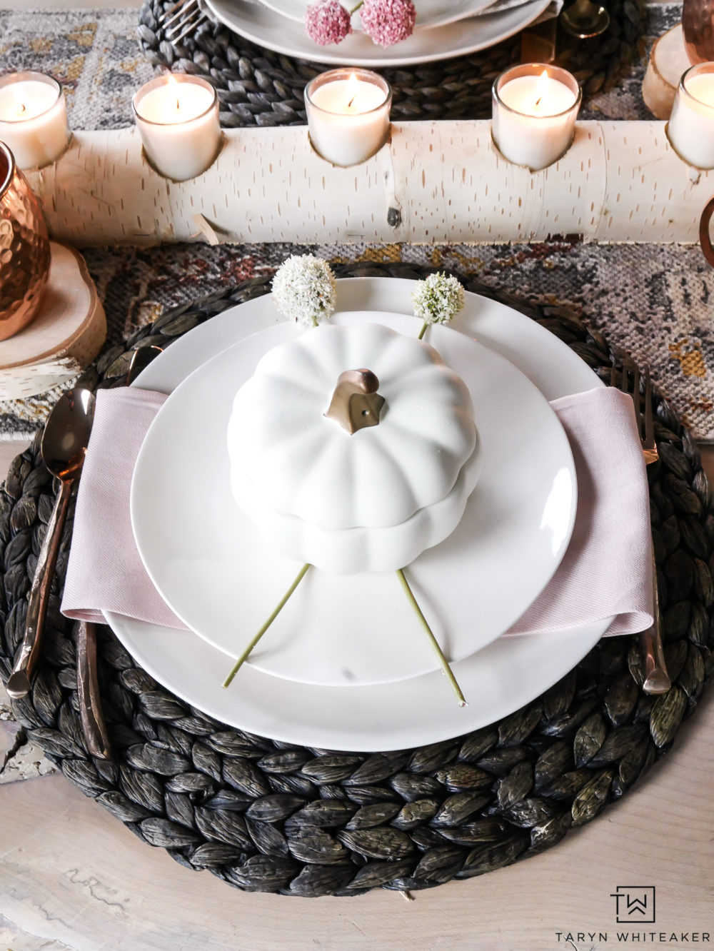 Love these sweet blush pink fall table decorations paired with natural textures. This fall tablesacpe is unique but also whimsical and classy for fall entertaining.