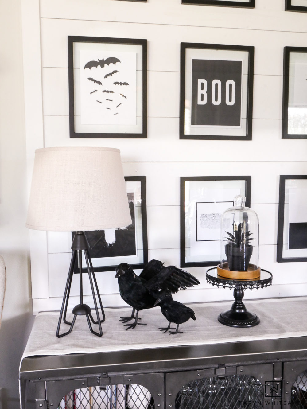 Black and white Halloween Display with free halloween prints! Easy way to dress up your home for Halloween.