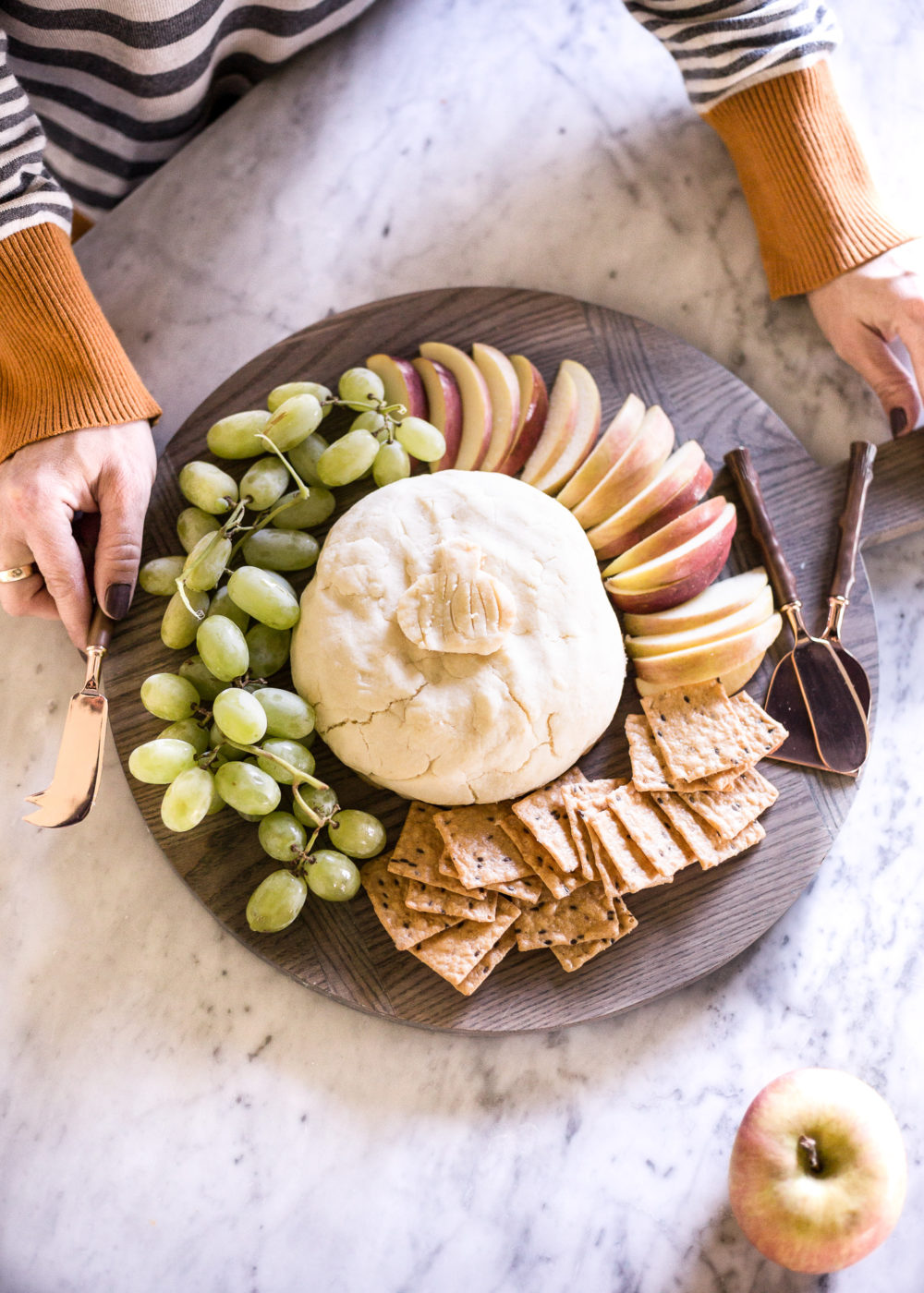 Quick and easy baked brie recipe perfect for entertaining your guests this fall.