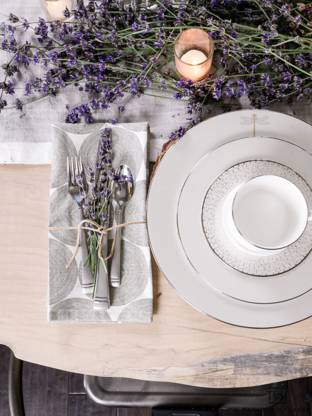 Using fresh lavender on your table creates a very earth and organic table design.