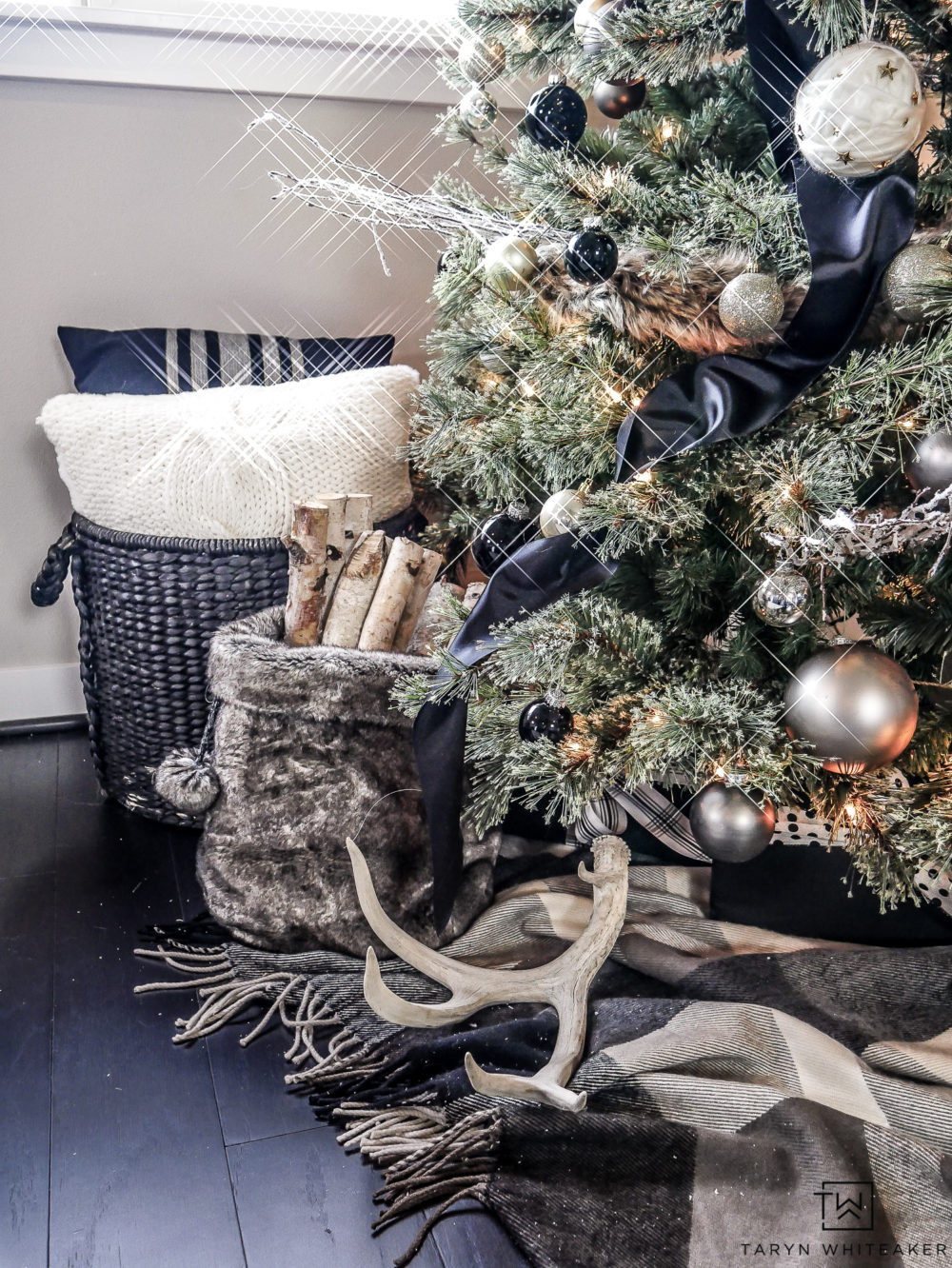 Beautiful black and gold Christmas tree filled with neutrals and lots of texture.