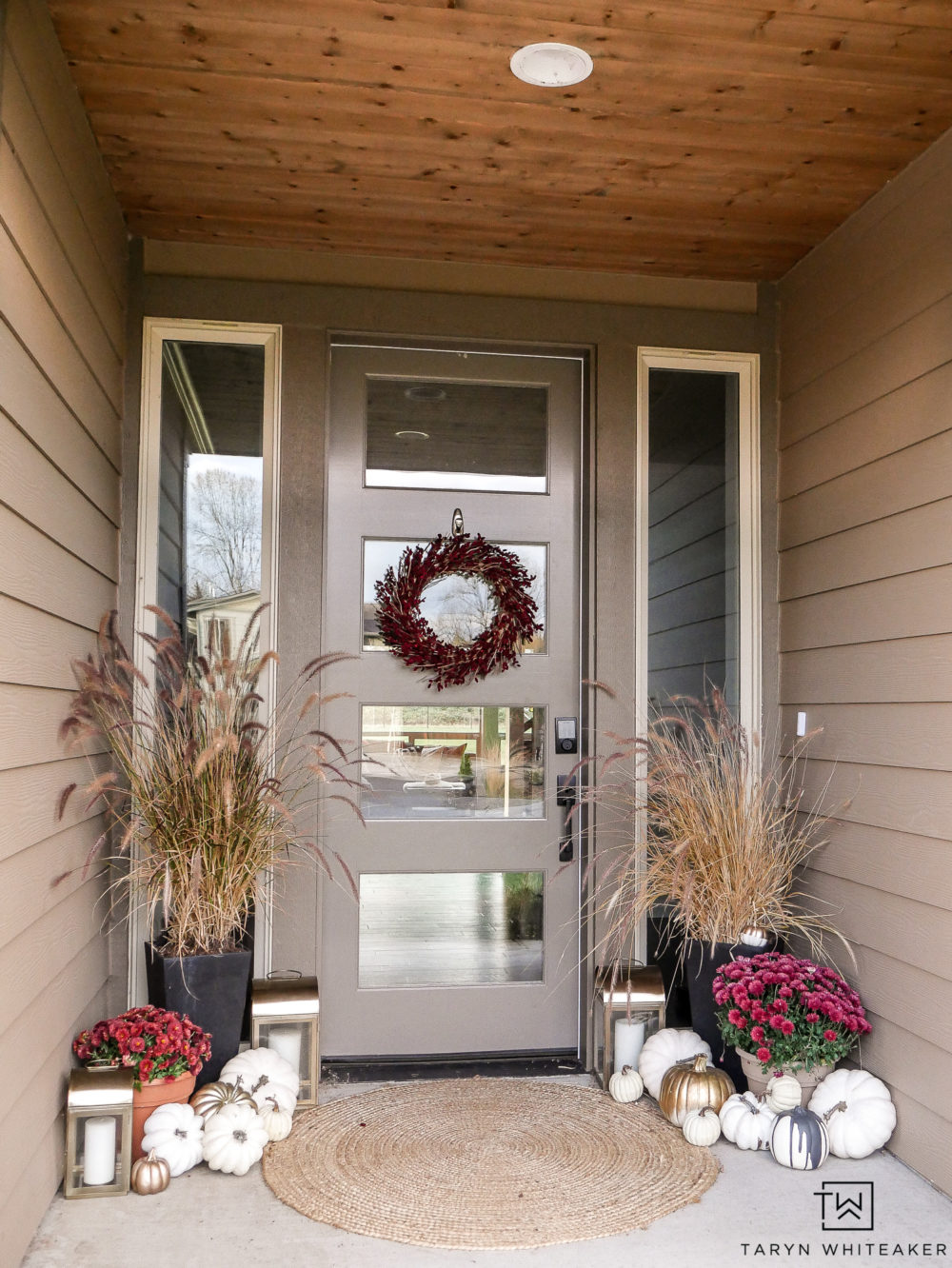 Late Fall Porch Decor with Red and cream and pops of gold. Perfect for Thanksgiving!