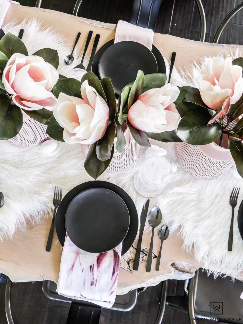 Simple can still be dramatic with this black and blush table decor. The black and white table with pops of floral and pink is the perfect combo.