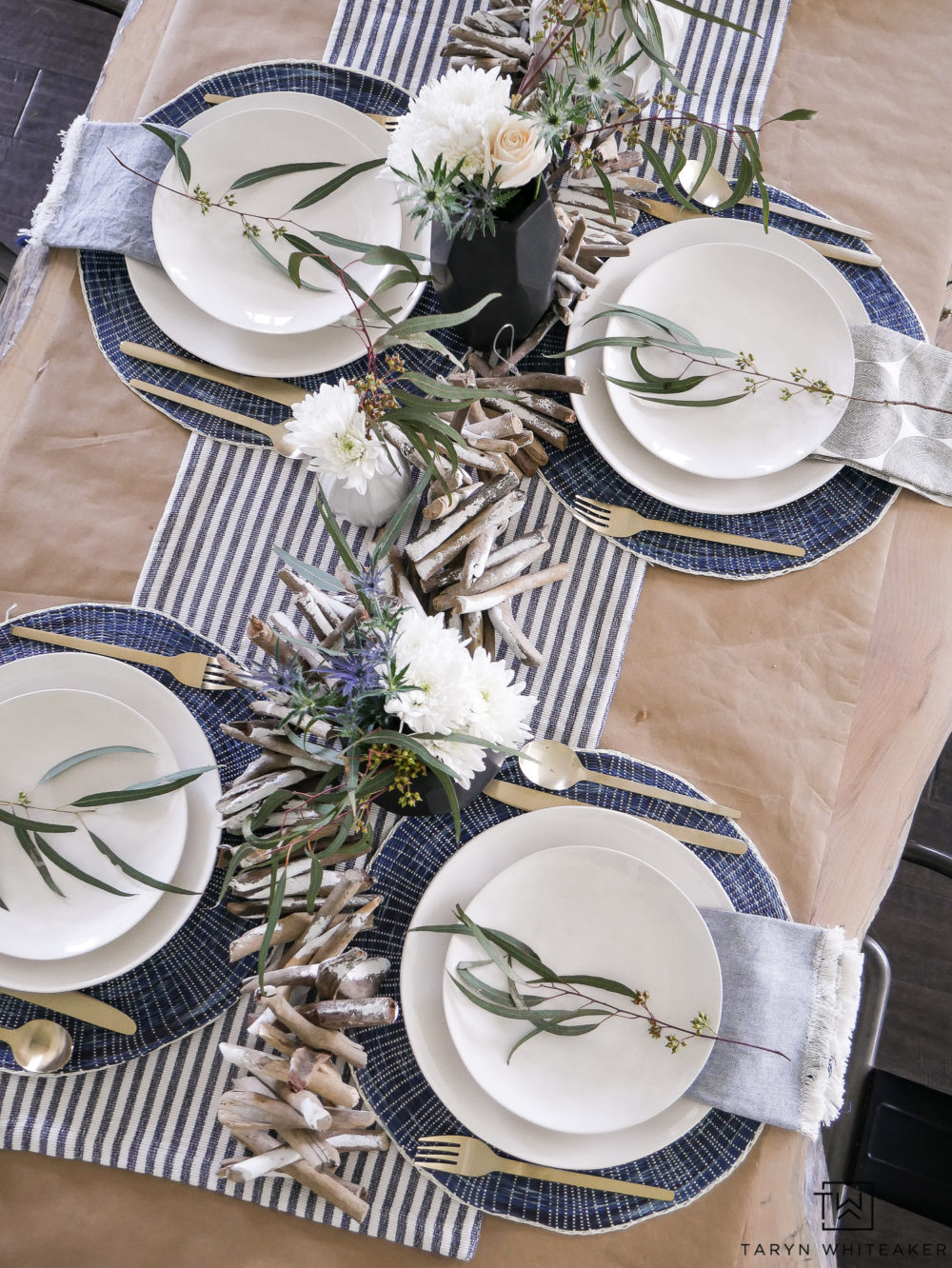 Beautiful summer tablescape! Click to get the look yourself.
