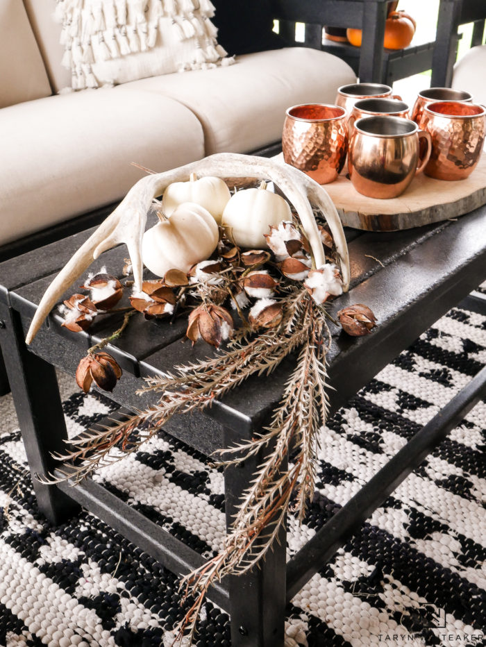 Simple and elegant fall decor for the coffee table.