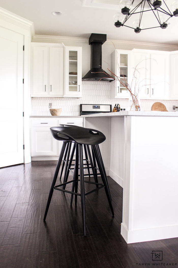 Kid-friendly modern bar stools! Check out these black kitchen stools, they are really cool.