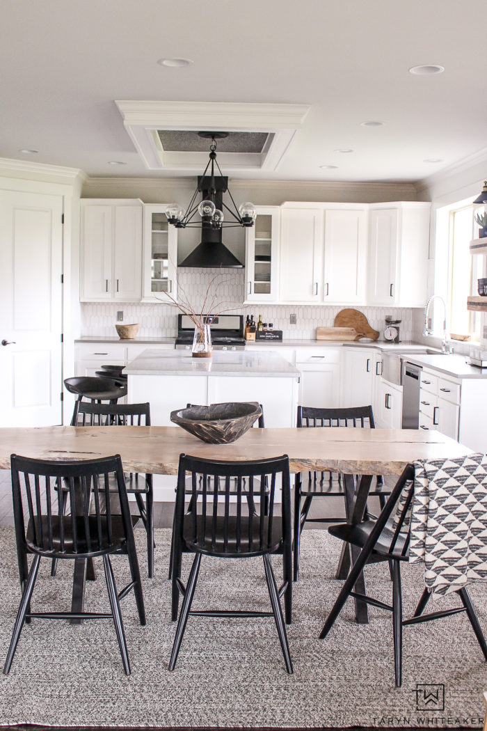 Check out this mid-century modern kitchen makeover that includes tons of great pieces of furniture that is reasonably priced and kid-friendly!