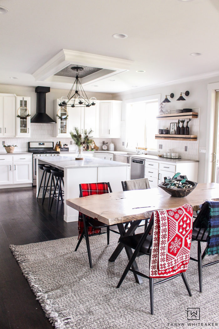 Christmas decor in the kitchen! Love this modern holiday look with black and white and pops of red and green.