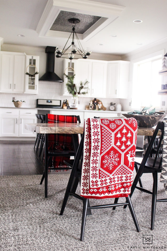 Tips for decorating your kitchen for Christmas! Keep your holiday decor simple and modern with just a few pops of red and green.