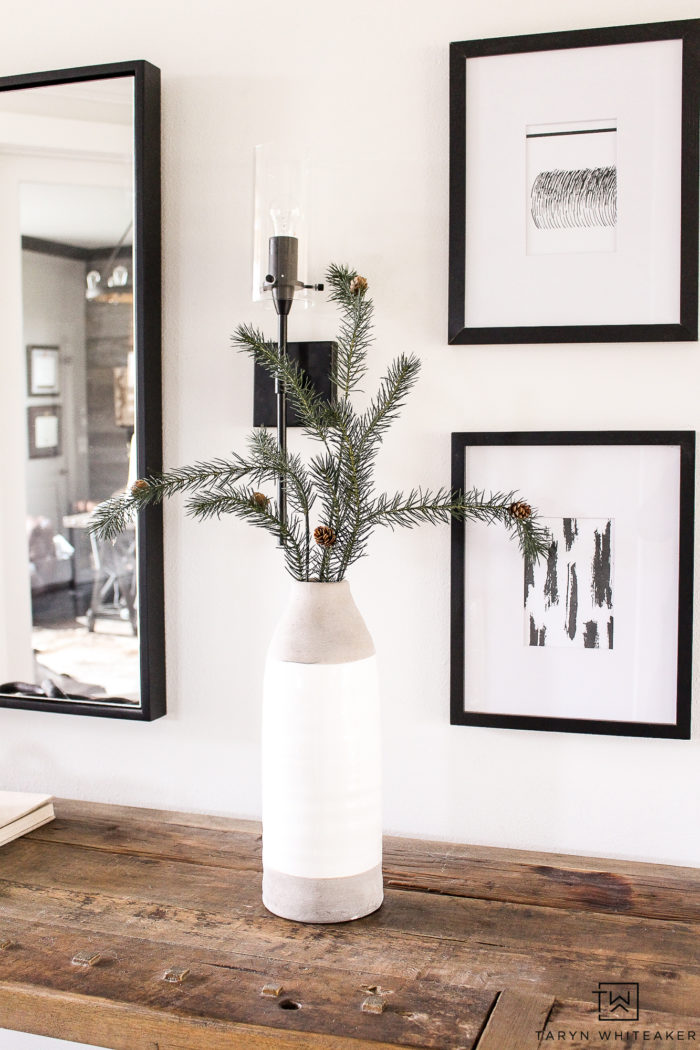 Tour this minimalistic Christmas entry way! Learn how turn this space from every day to holiday with just a few simples changes.