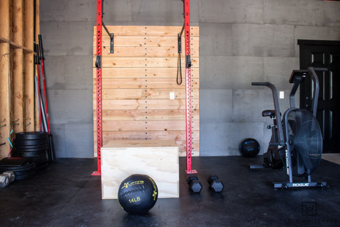 Take a tour of this home crossfit gym! Complete with Concreate wall panels, a rig and bike. Perfect set up for home workouts.
