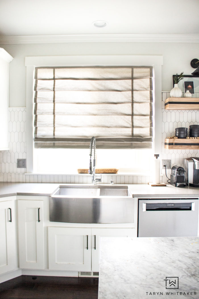 Are you on the hunt for new Blackout Roman Shades? Try these cordless ones from Blindster! They are functional and gorgeous.